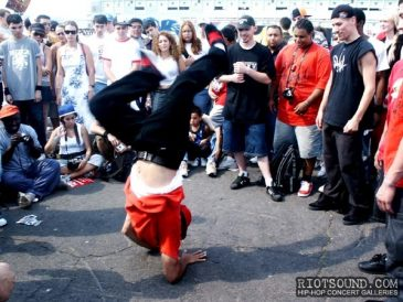 15_Breakdancer