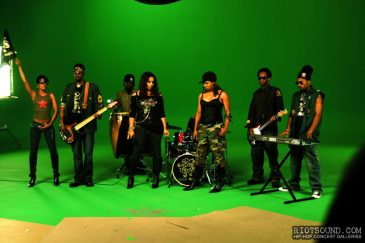 20_Band_On_Stage