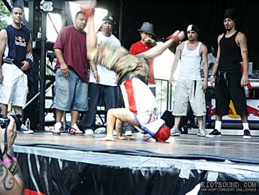 52_Breakdancer