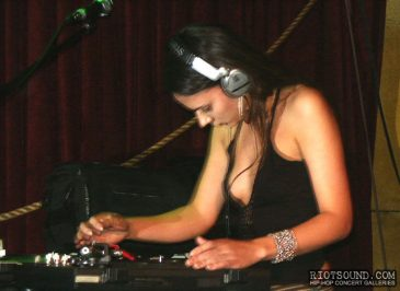 6_Female_DJ