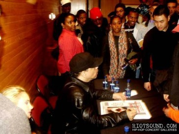 7_Ice_T_Signs_Autographs