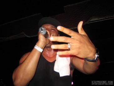 9_Rapper_On_Stage