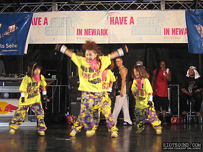 007_Japan_Breakdancers