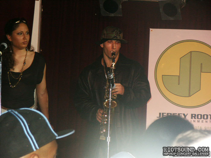 15_Saxophone_Player