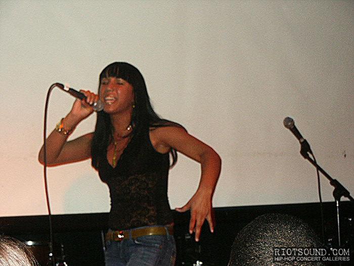 19_Dona_Female_Rapper