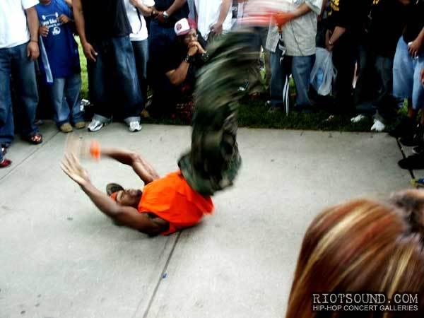 20_Breakdancer