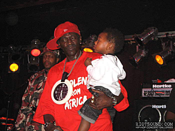 21_Flavor_Flav_With_Grandson