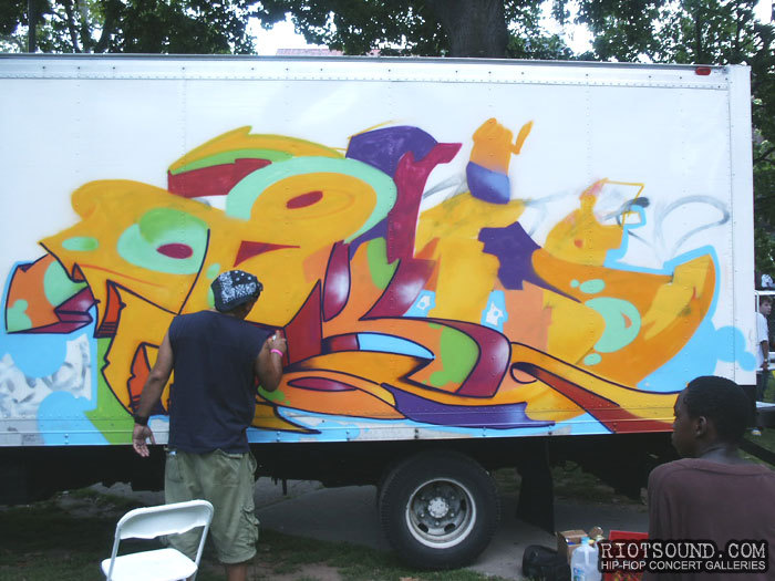 3_Graffiti_Artist_At_Work