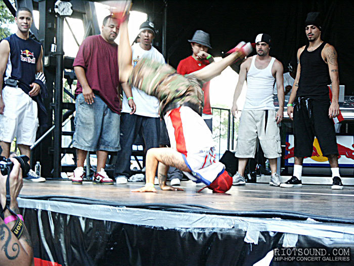 52_Breakdancer