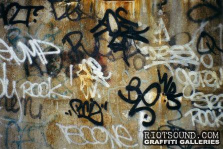 Graffiti_Tags_In_Tunnel