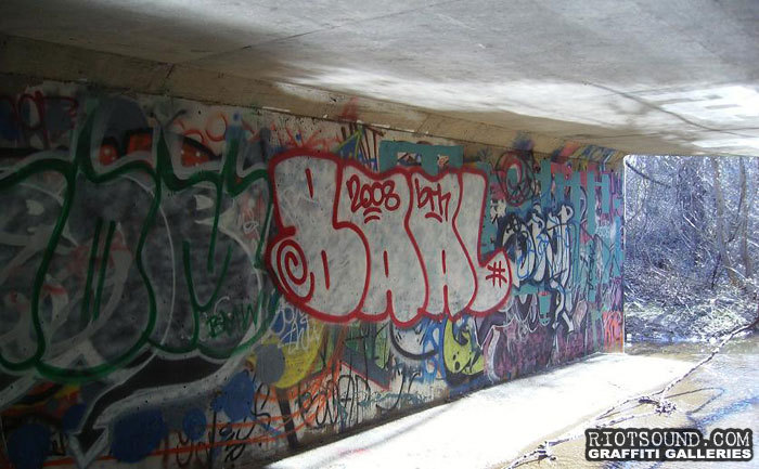 graffiti in tunnel